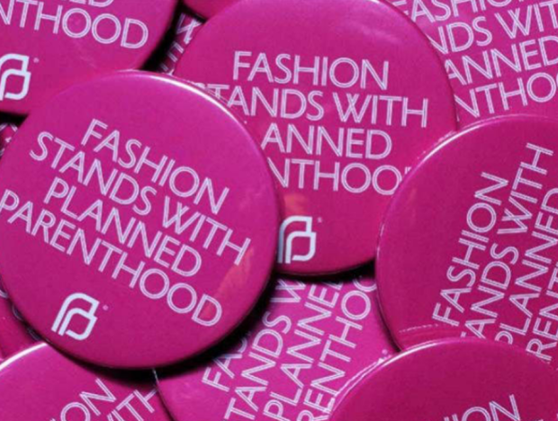 FASHION ROSE PINK STANDS WITH PLANNED PARENTHOOD DERECHO A LA MODA NO A TRUMP